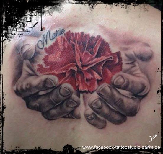 Tattoo-Hände und Rose