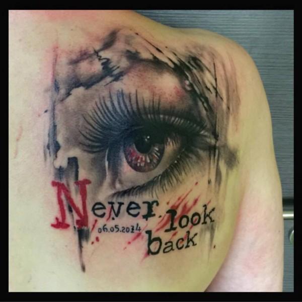 Never-look-back-tattoo-ruecken