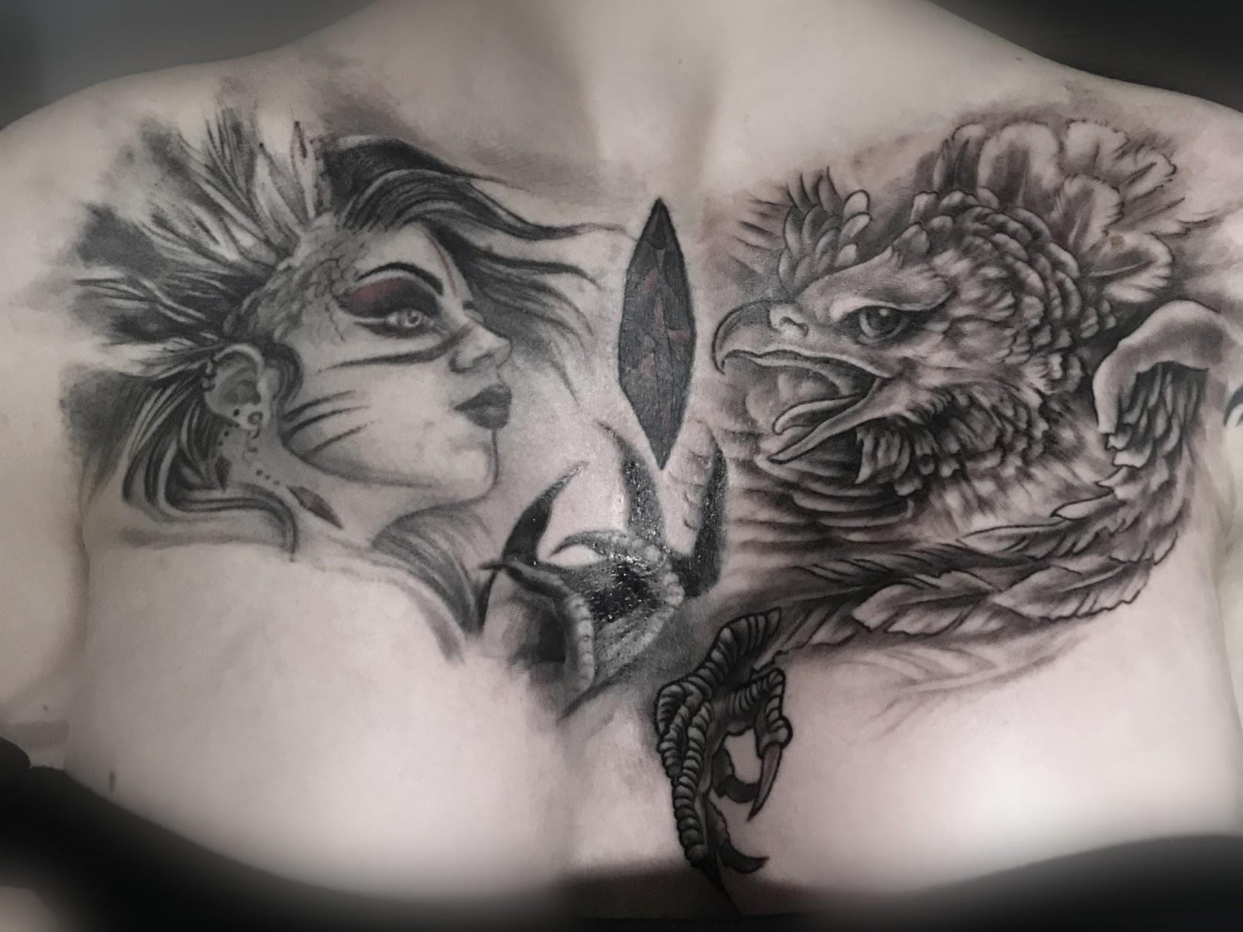Tattoo-Frau und Adler